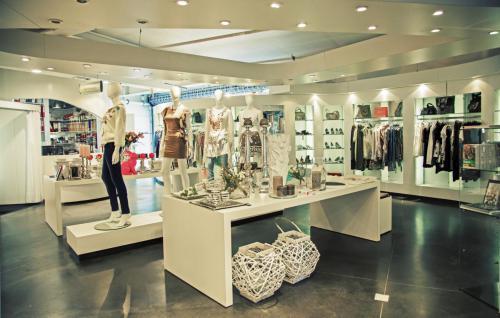 bespoke-retail-furniture-10