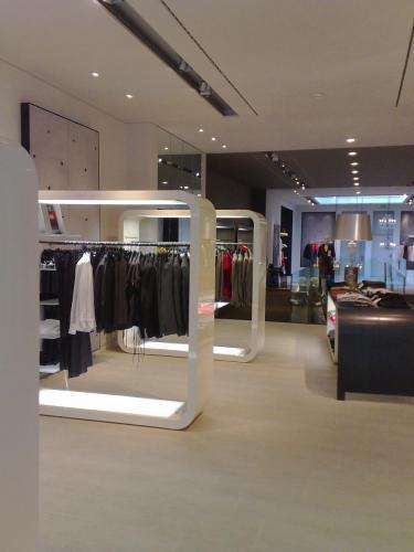 bespoke-retail-furniture-12
